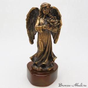 Ангел на камне