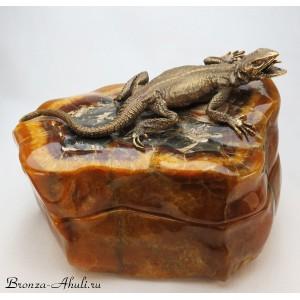Ящерица на камне (шкатулка)