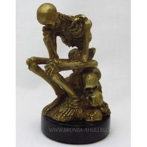 Скелет сидящий