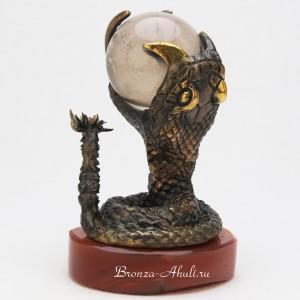 Змея с хрустальным шаром